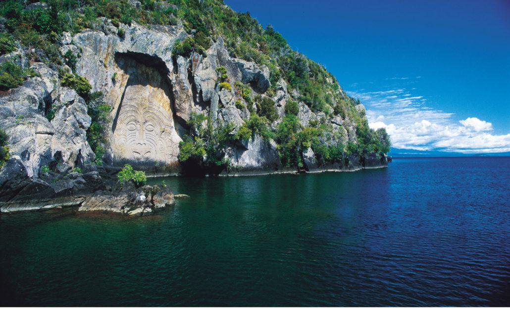 im703 taupo lake rock carving